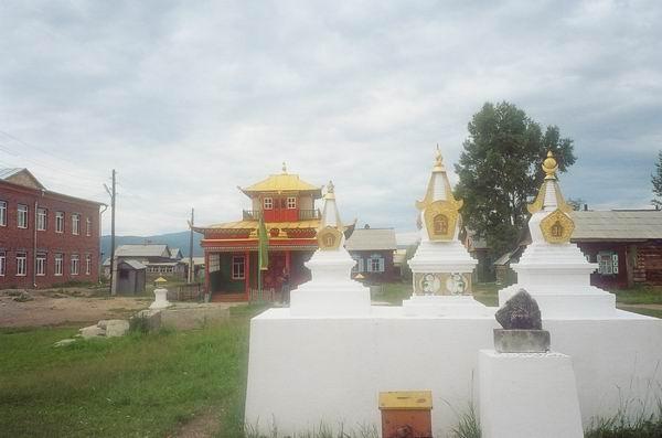 Иволгинский дацан слева буддийский